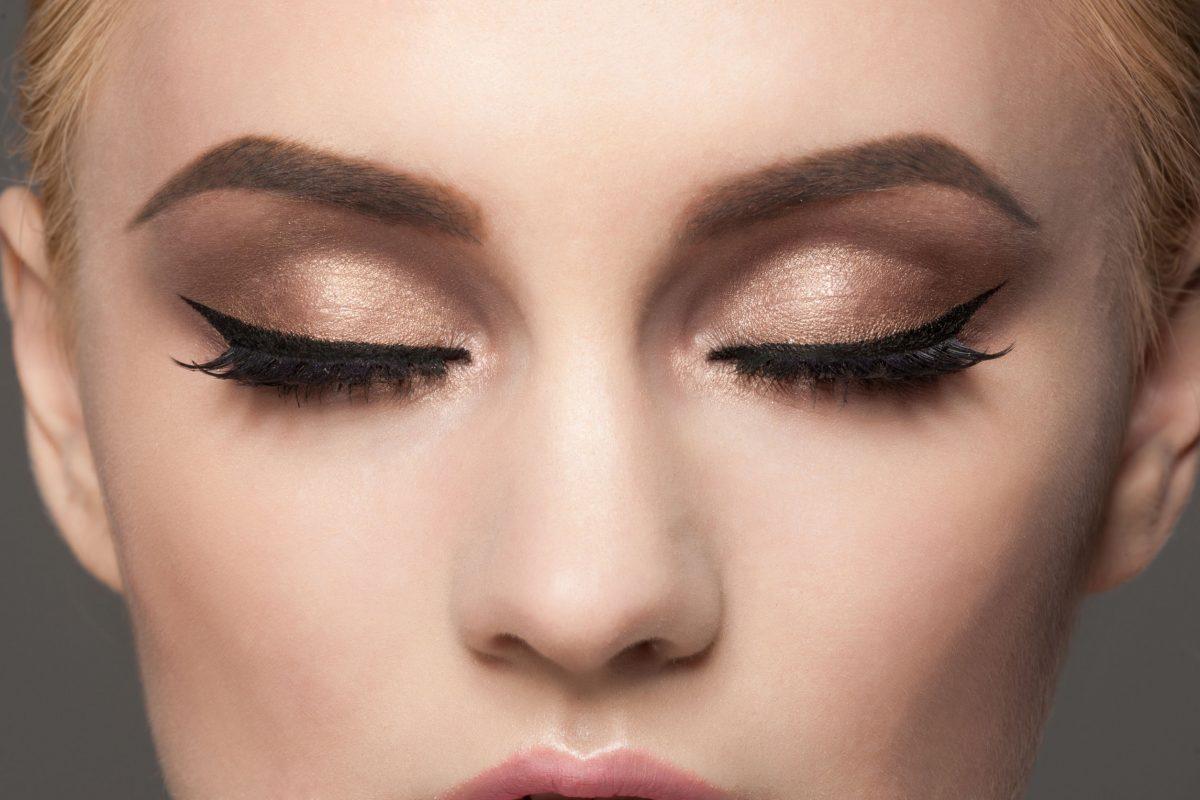 Jak zrobić kreskęna oku eyelinerem?