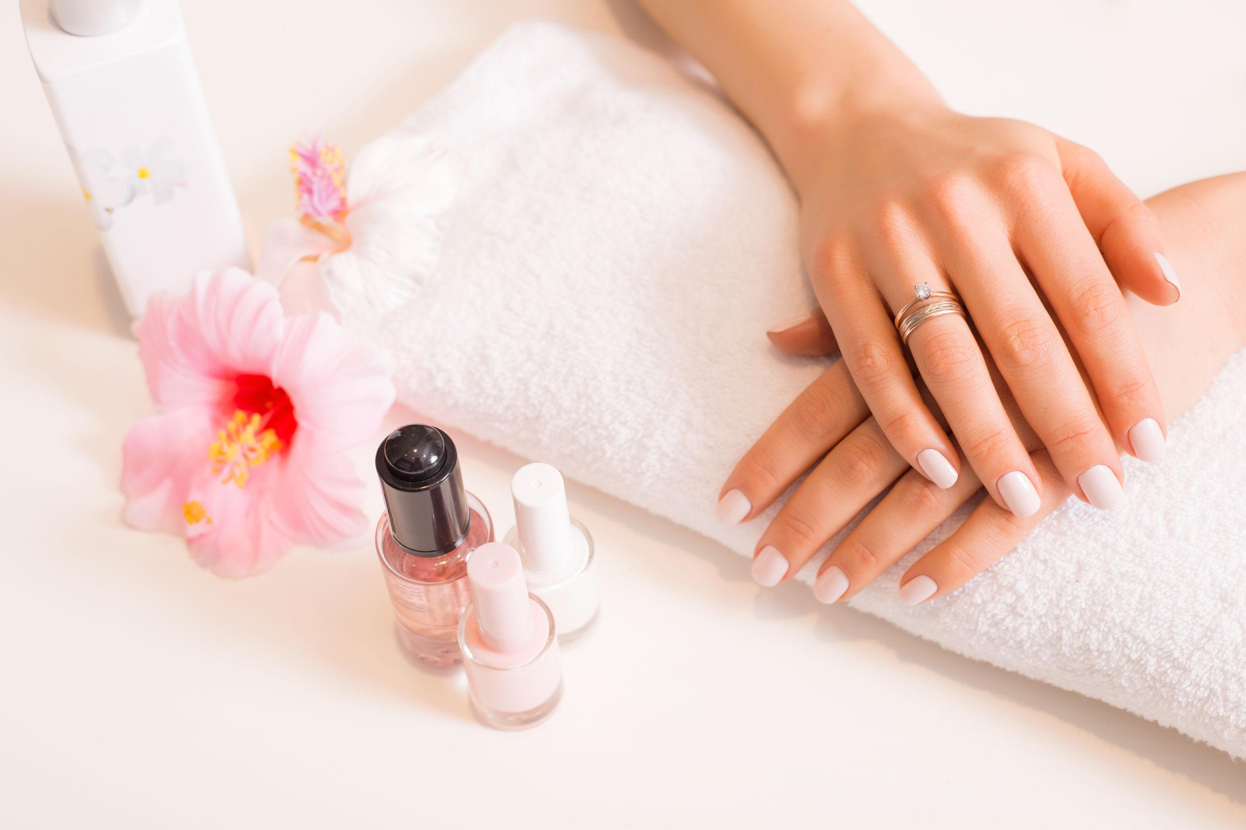 Jak zrobić manicure?