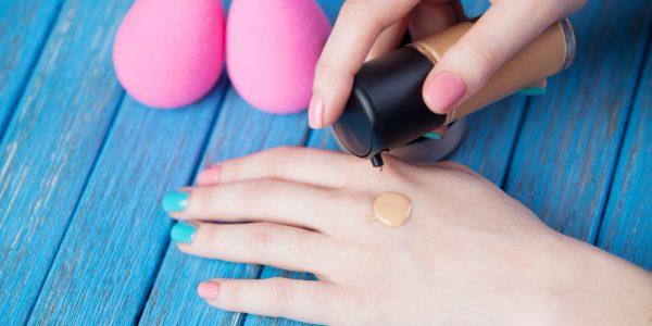 Gąbka do makijażu – jak używać? Którą wybrać?