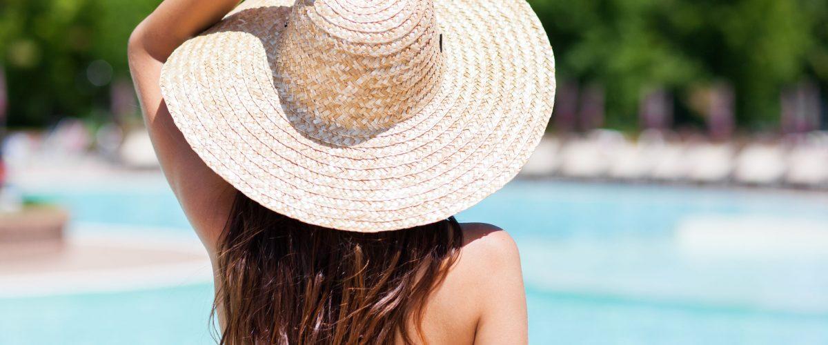 Pielęgnacja włosów latem – jak zadbać o włosy podczas wakacji?