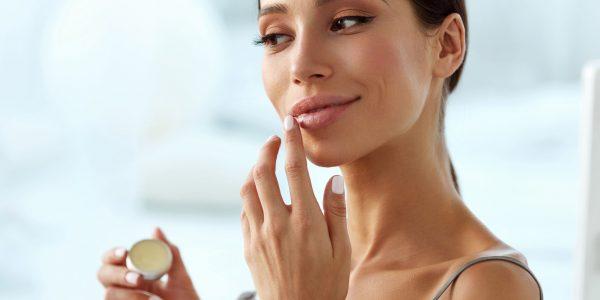 Spierzchnięte usta – jak pielęgnować skórę ust zimą?
