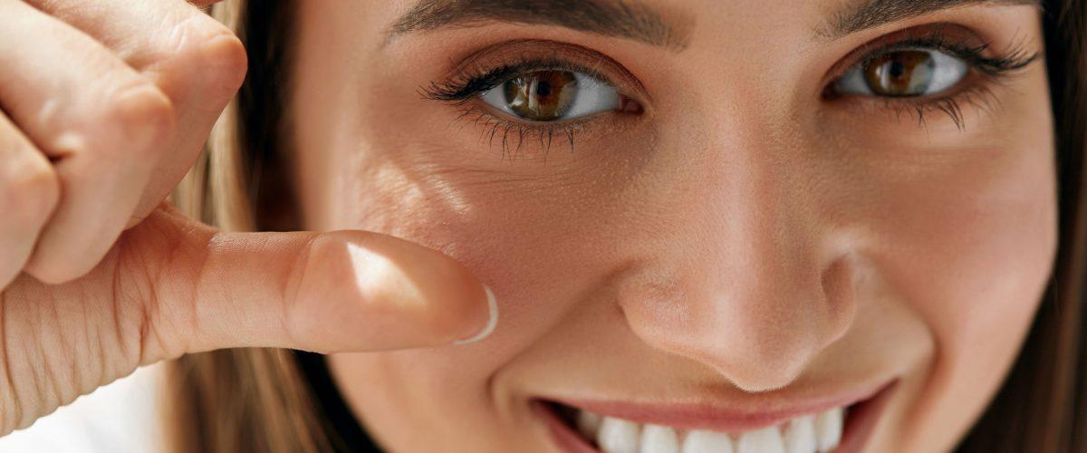 Worki pod oczami – jak się ich pozbyć? Poznaj sprawdzone metody!