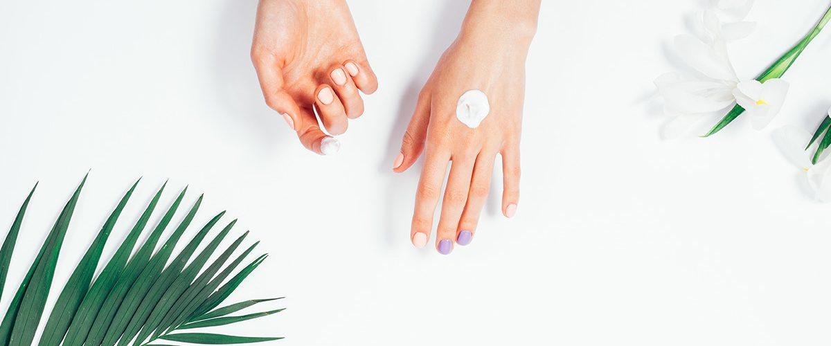 Kremy do rąk suchych i popękanych, które intensywnie nawilżają i regenerują skórę dłoni – nasz ranking