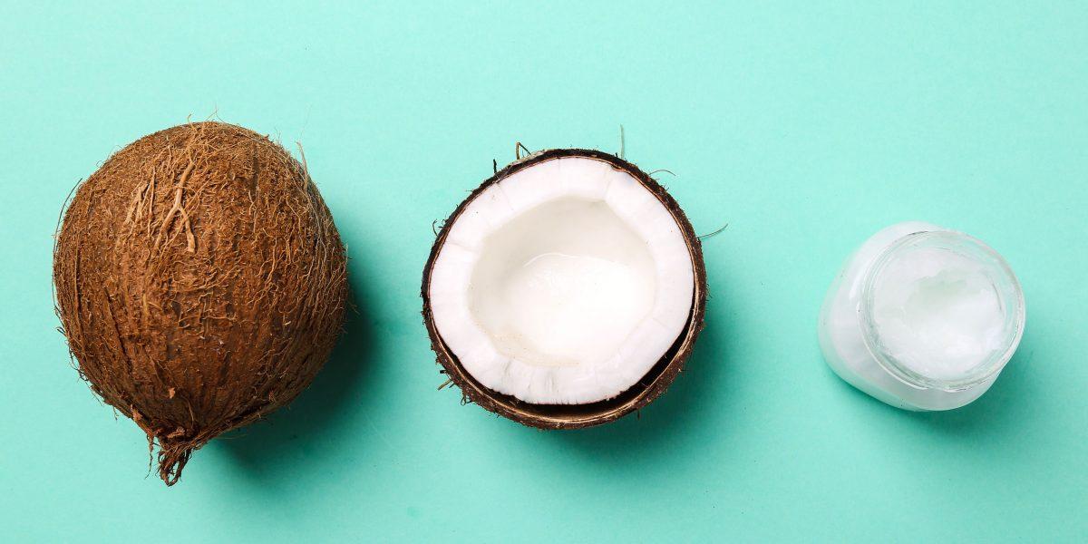 Olej kokosowy na zęby – jak stosować, by wybielić uśmiech?