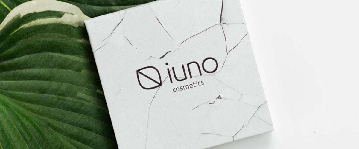 Wegański puder IUNO Cosmetics podstawą idealnego makijażu